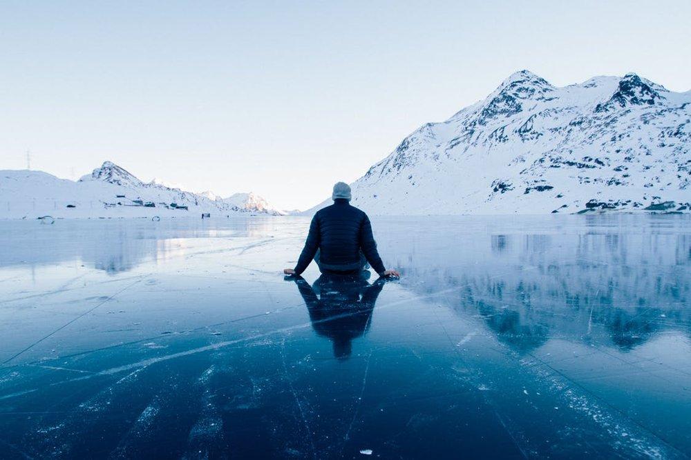 ... und ihn nie findet, der wird am Ende sein eigenes Leben verpassen ! Ohne einen wirklichen Lebenssinn ist das Leben wie auf Eis laufen - unsicher - und man sitzt schnell mal in der Kälte des Lebens.