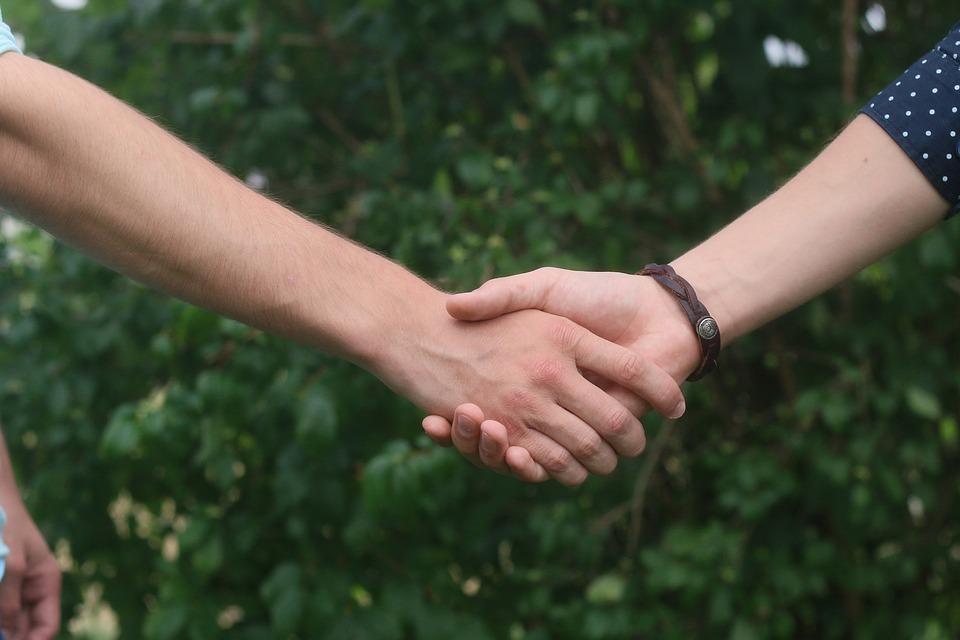 Die bedingungslose Liebe reicht die Hand - in jedem Fall.