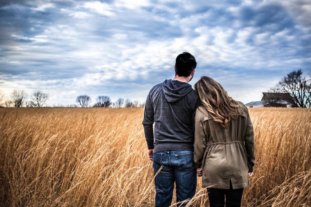 """""""Wir halten zusammen, mag kommen was will !"""" Die eheliche Partnerschaft ist wohl das stärkste Teamgebilde überhaupt. Es kann alle Stürme des Lebens überdauern."""