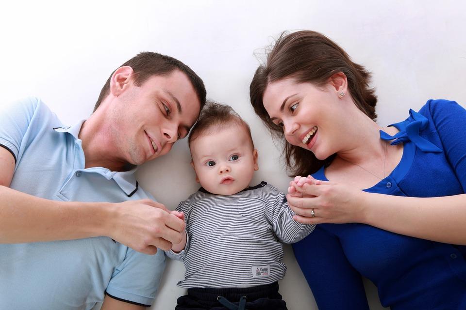 Eltern durchlaufen eine bedingungslose Liebesschule, falls sie es zulassen. Darum kann in einer Familie eine starke Bindungsfähigkeit gebildet und gefördert werden.