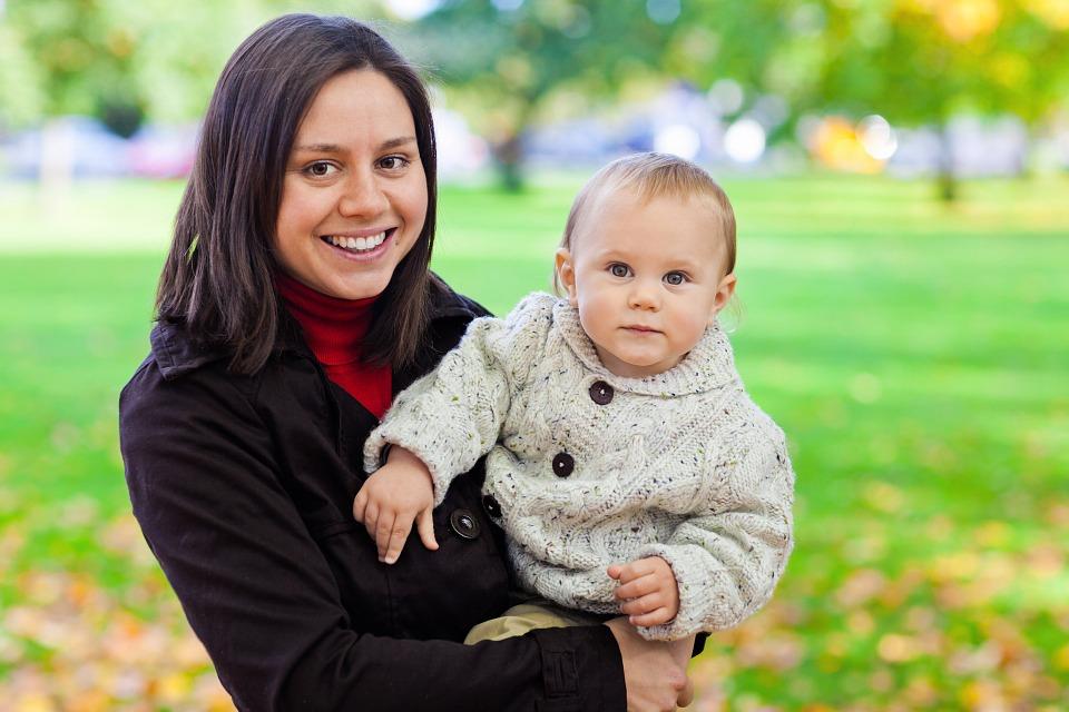 Gerade die Mütter sind hochgradig herausgefordert, ihre Hilfe weitsichtig und weise zu leisten. Eigene Defizite wirken sich meist negativ auf ihre Hilfeleistungen aus. Leider merken sie es nicht, oder erst, wenn es zu spät ist. Es ist wichtig dass Mütter bereit sind, auch die Meinung der Väter in die Erziehung einzubinden. Das ermöglicht meist eine bessere Balance. Gemeinsam sind Eltern stärker.
