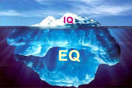 Wir machen uns wohl eine zu geringe Vorstellung von dem, was alles unter EQ gemeint ist. Früher zählte der IQ, heute geht es immer mehr um EQ. Vor allem bei Menschen, die selbstbestimmt und glücklich leben wollen.