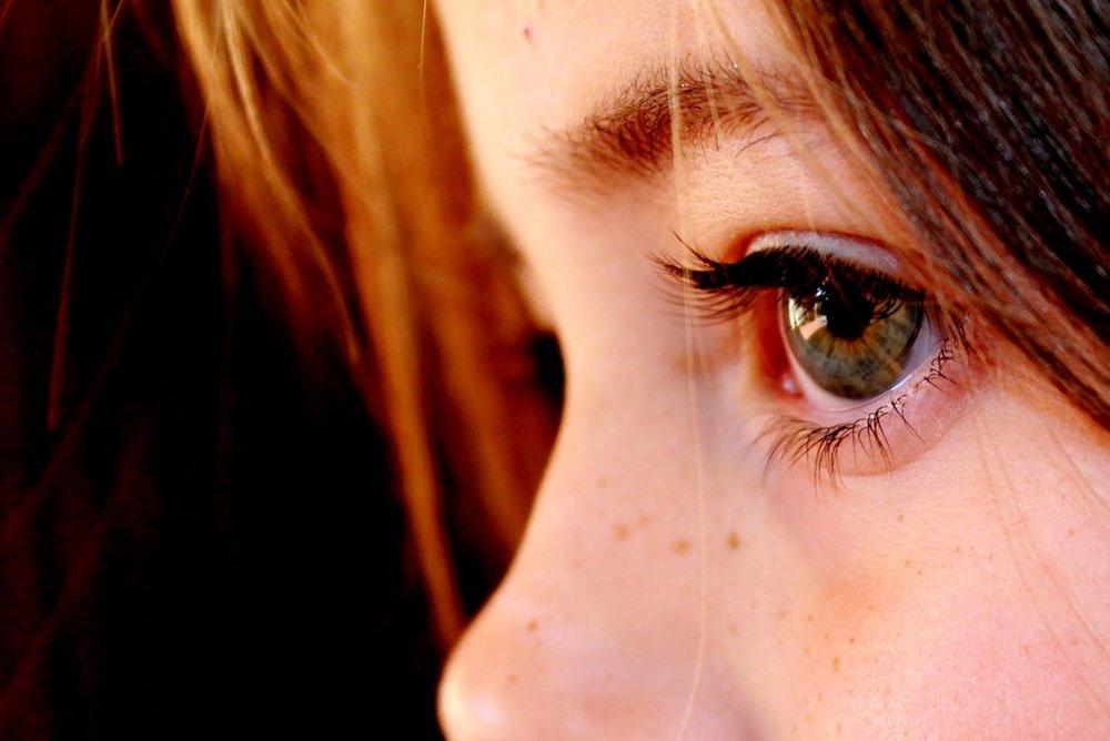 Der Ausdruck der Augen spricht Bände. Die Seele spiegelt sich wieder und lässt uns einen Einblick nehmen ins Innenleben eines Kindes. Freud und Leid, Sorgen und Begeisterung zeigen sich und erzählen uns ihre Geschichten.