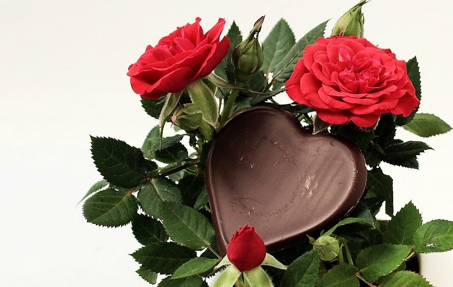 Unsere Wirtschaft lebt gut dank unserer Geschenk-Kultur. Auch die Schweizer Schokoladen-Industrie profitiert davon !!! Aber lassen wir uns nicht verführen: Geschenke sollen echte Bedürfnisse des Nächsten befriedigen. Dann haben wir ins Herz getroffen !
