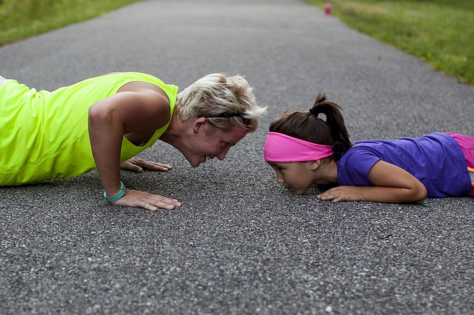 Der Schlüssel zum Erfolg liegt ua im Finden einer balancierten Herausforderung. Über- und Unterforderungen schwächen die Willenskraft des Kindes. Perfektionismus macht es ebenso. krank. Nichtstun, sich selber überlassen sein, vernachlässigt das Entwicklungspotenzial des Kindes. Freude an der Leistung haben hilft dem Kind zu einem gesunden Selbstwert.