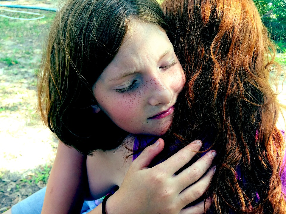 Wie schön ist es doch für ein Kind, verstanden und geliebt zu werden. Würden wir Eltern und Grosseltern unsere Liebeskünste noch etwas entwickeln, würden unsere Kinder noch stärker profitieren können. Dazu möchte ich Sie herzlich einladen und ermuntern. Es gibt nichts Wichtigeres als die Liebe. Meinen Sie nicht auch ?