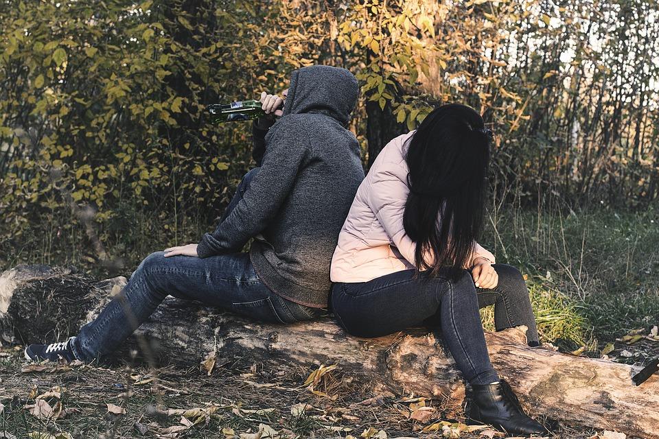 ....    Der emotionale Liebestank ist wohl ein Schlüssel der Suchtgefährdung überhaupt. Wer sich ungeliebt und nicht akzeptiert fühlt, nicht wohlwollend gefördert wird, hat auch mit den digitalen Medien tendenziell grössere Herausforderungen.    ..     The emotional love tank is probably one of the most influential keys when it comes to the subject of addiction endangerment. People who feel unloved, unaccepted or forgotten will generally have greater challenges staying independent of digital media.      ....