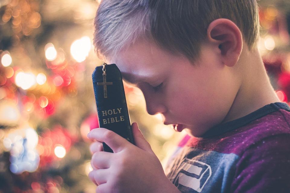 """....    Gott sagt: """"Wer zu mir kommt, den werde ich nicht wegstossen. Wer sich zu mir naht, zu dem werde ich mich auch nahen."""" Kommunikation mit Gott ist etwas, das viele Menschen praktizieren und dadurch immer wieder Kraft und Stärke für die Herausforderungen des Alltags erhalten. Gott sei herzlich gedankt.    ..    God says: """"Whoever comes to Me, I will not cast away. Draw near to Me, and I will draw near to you."""" Communication with God is something many people practice, and they receive strength and courage for challenges every day. Thank God for that!    ...."""