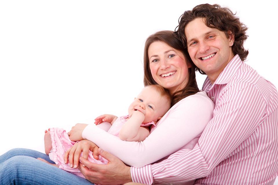 """....    Wie schön, wenn 'Trautes Heim, Glück allein' gilt. Da wir in unserer Gesellschaft viel zu wenig Vorbilder sehen, ist jedes Ehepaar besonders herausgefordert, eigene Wege zu gehen. Wege, die die 'Normalen' nicht gehen. Wer eine glückliche Beziehung will, der lässt sich nicht einfach von diesem Ziel ablenken. Diese Menschen können gut mit ihrem Stress umgehen. Sie haben klare Prioritäten.    FORTSETZUNG FOLGT    ..    It's so wonderful to be able to say, """"Home, sweet home!"""" Since we have way too few good examples in our society, every couple is especially challenged to make their own way. They have to take paths that """"normal"""" people don't. Those who want to have a happy relationship will not allow distractions to cause them to miss their goal. They are people who can deal well with their stress. They have clear priorities.     To be continued     ...."""