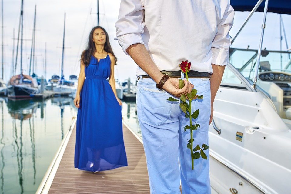 ....   Auf seinen Partner eingehen, die Liebessprache (   LINK   ) ausleben - es muss nicht eine Yacht sein - aber es darf sicher eine Überraschung sein. Wunderbar !   ..   Being responsive to a partner, learning his or her love language (   LINK   ) – it doesn't have to be a yacht, but a surprise every now and then would definitely add spice to a relationship. Awesome!   ....