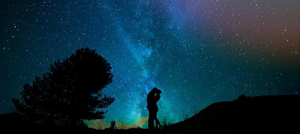 ....   Worum geht es Ihrer Meinung nach im Leben? Wäre LIEBE eine Antwort, mit der Sie einverstanden wären?   ..   What do you think life is all about? If I gave LOVE as a possible answer, would you agree?   ....