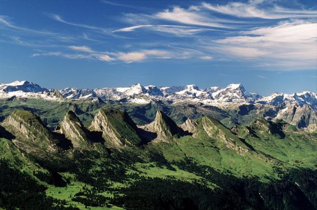 .... Wie gerne gehen doch viele Männer zusammen einen schönen Berg besteigen. Hier bei uns im Toggenburg gibt es viele davon !!   ..   Don't men love hiking up mountains together? Here our close mountains called 'Churfirsten'.   ....
