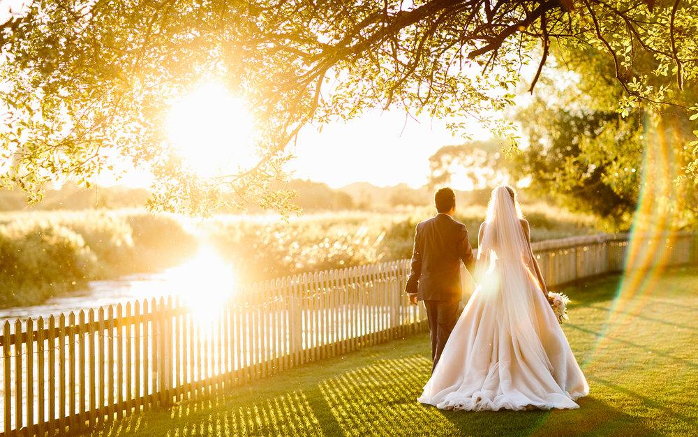 Hampshire wedding photographers Tom & Lizzie