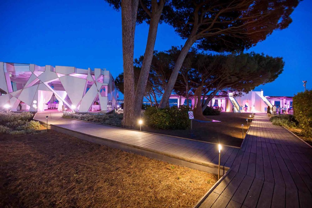 Le Beauvallon pavilion and rotunda at night.jpg