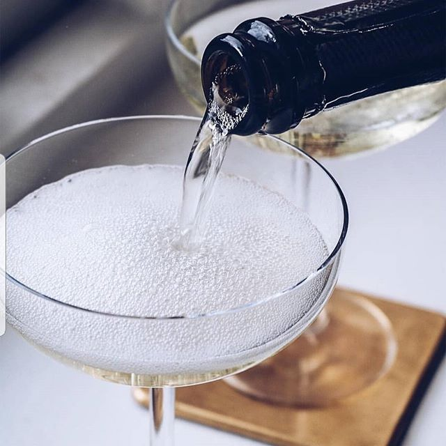 Have you all made Mothers day plans for the 31st of March? Don't let the secret out..but we will tell you anyway.. we are treating Mums to free-flowing prosecco🥂! Xx we won't tell! Book now to avoid disappointment 🤫 . . . #mothersday #prosecco #freeflow #bottomlessprosecco #motheringsunday #sw6 #fulham #sundaylunch