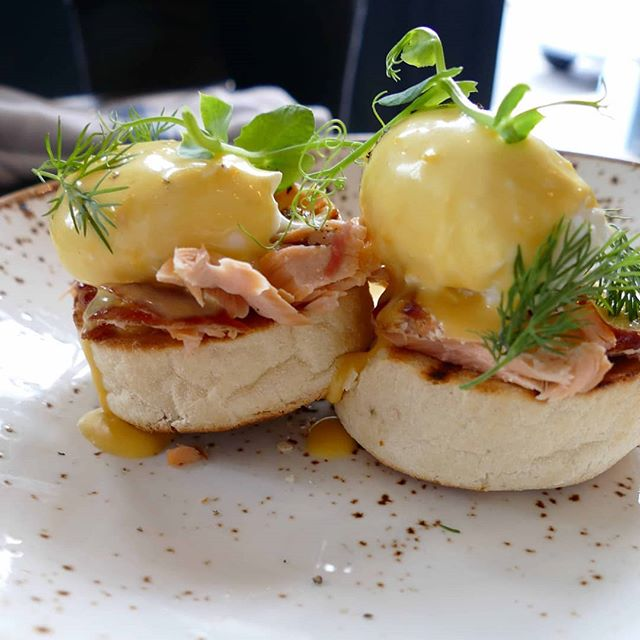 It's not to late to head to the Tommy Tucker for brunch and the Six Nations finals! ☺ . . . #sixnations #brunch #brunchlondon #sixnationsfinals #bigscreentv #sw6 #fulham #eggs #eggsbenedict #hollandaisesauce #sportspub #sportsvenue