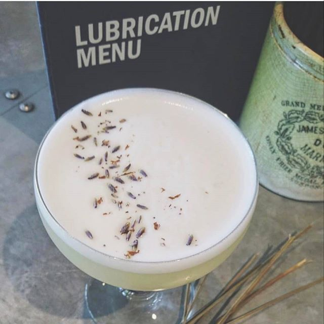 Spring is here 🌱🌾 Time for that lavender & elderflower gin martini!