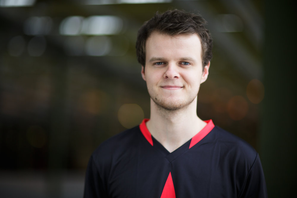 Andreas 'Xyp9x' Højsleth (horizontal) - download