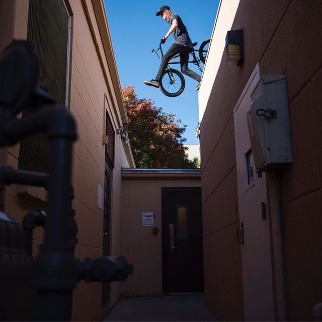 Now live on the site DIGBMX.com . Full length photo journal of the @fitbikeco team as they trip from Arizona to Albuquerque while they finish up filming for their latest video contribution, The FIT HORROR PICTURE SHOW! Link in my bio! . Peep the gallery on the website & #DIGBMXapp #fitbikeco #travel #digbmx #believebelong #giveafuck #digoriginalsdaily #NM #AZ