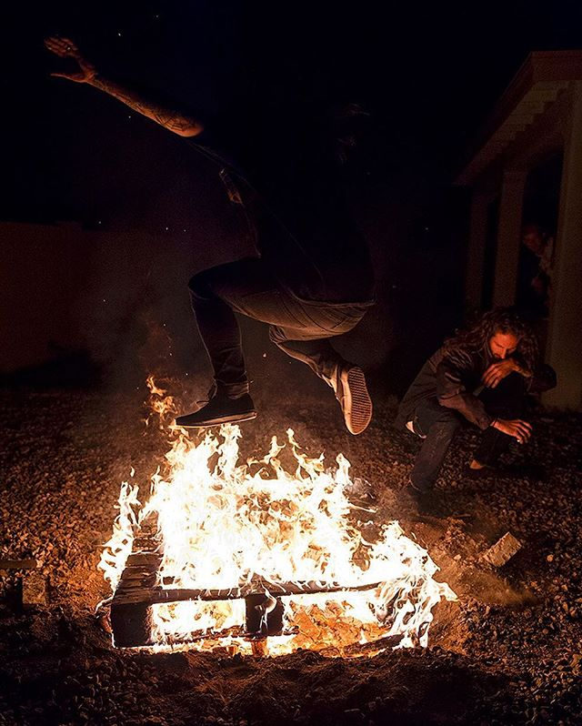 Live for the moments that bring you back to the basics. Celebrate life with your friends while you have them, enjoy the people who enjoy you and what you have to offer in this time and place! . #Streetfighterjam #grassgram #fire #PHX #AZ #travel #bmx #digbmx #friends #lovewhatyoudo