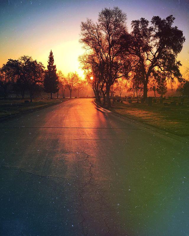 Winter Solstice Sunrise ❄️🌤⛄️ . Whereyououttabe, California. 12 | 22 | 2016 . #California #winter #solstice #sunrise #LA #CA #lostnfound #lovewhatyoudo #grassgram #color #wintersolstice #December #travel #igcolor #iPhone