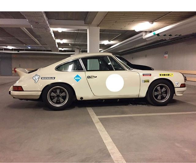 Carls 73 Carrera looking good with period correct decals  Free international shipping on orders over 300$  #render#aral#koni#michelin#ferodo#periodcorrect#decals#sweden#losangeles#california#layerednotprinted#vinylwrap#internationalshipping#porsche911#carrera#rs#ducktail#aircooled#flatsix