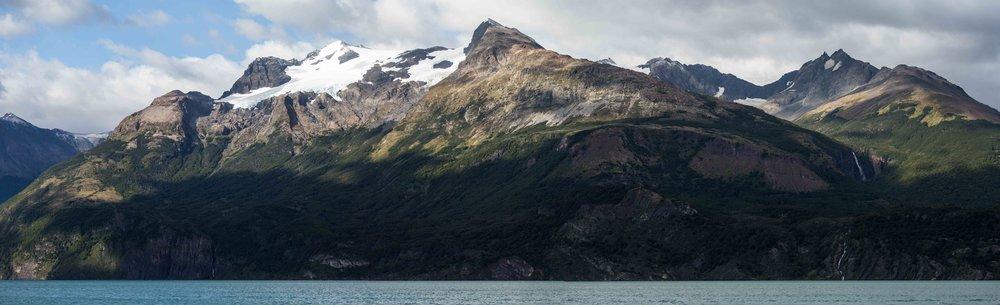 Última Esperanza fiord - On of the many spectacular views along the Última Esperanza fiord