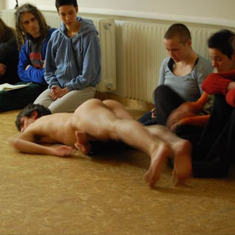 Viral Bodies  workshop at Schwelle7, Berlin, DE (2008) Photo credits: Lisa Urwin