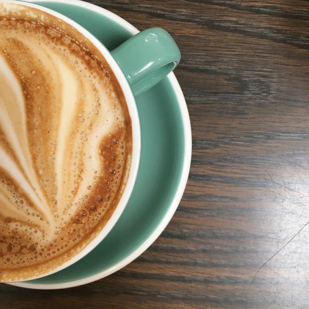 COFFEE  / I'll have a grande latte, please!