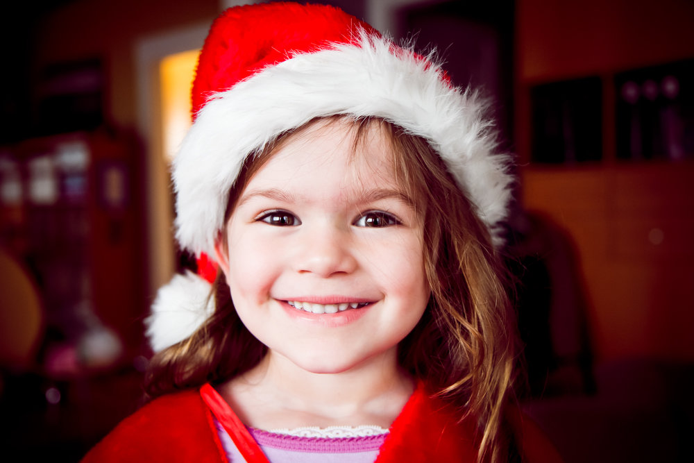 little girl in Santa hat_lori fuller photography