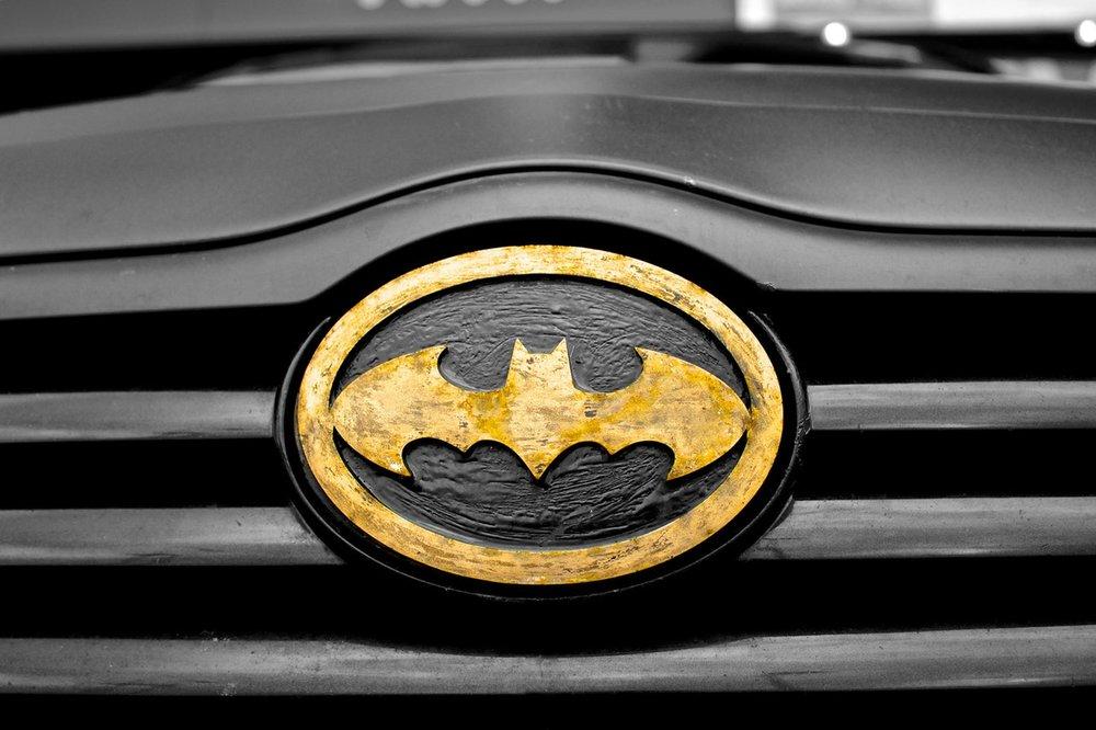 car-superhero-symbol-batman.jpg