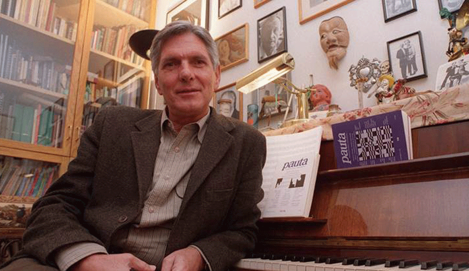 About Mario Lavista   Mario Lavista is one of the most important Latin American composers of his generation. He was born on April 3, 1943, in Mexico City. He studied composition with Carlos Chávez and Héctor Quintanar and musical analysis with Rodolfo Halffter at the Conservatorio Nacional de Música. In 1967, he received a scholarship to study with Jean-Étienne Marie at the Schola Cantorum (Paris) and attended new music seminars with Henri Pousseur. In 1969, he participated in Karlheinz Stockhausen's seminars in Cologne and in international summer courses in Darmstadt. In 1970, he founded the Quanta improvisation group, which focused on creation and spontaneous interpretation, as well as the relationship between live performance and electroacoustic music. In 1991, he received the Premio Nacional de Ciencias y Artes in ine Arts and the Mozart Medal (Mexico), and in 1998 was inducted into the Colegio Nacional.  He is an honorary member of the Seminario de Cultural Mexicano, and has taught courses and seminars at universities throughout North America and as part of the Cursos Latinoamericanos de Música Contemporánea. He is currently head of analysis and twentieth-century musical language at the Conservatorio Nacional de Música and directs the magazine  Pauta, Cuadernos de teoría y crítica musical.  He composed music for the films  Cabeza de Vaca  and  Vivir Mata .