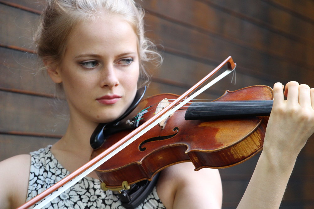 Madeline Hocking, violin