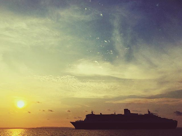 Royal sunset. #qm2 #Cunard #lifeontheroad #cambodia