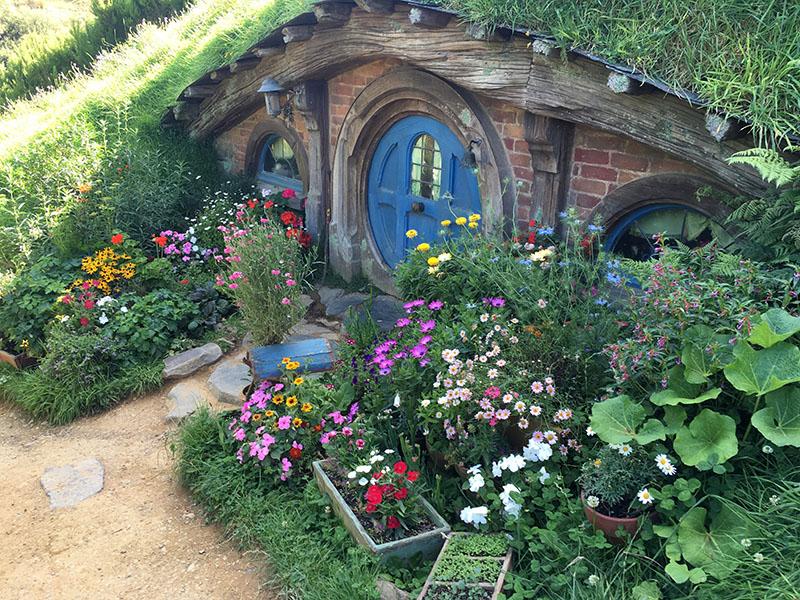 103_Hobbiton_CG_Hobbiton-Blue-Door.jpg