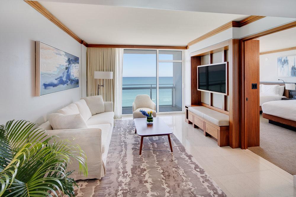 suite-oceanfront-double-balcony-living-room2.jpg