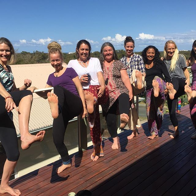 It was super fun to teach Day 1 of my 2-day The Footprint Connection Reflexology Workshop again yesterday! What a group of naturals 😃👏 Despite the weather forecast predicting heavy rain, we enjoyed the bright sunny day out on the deck in our break 😁 - that was at least yesterday.. we'll see how it goes today!