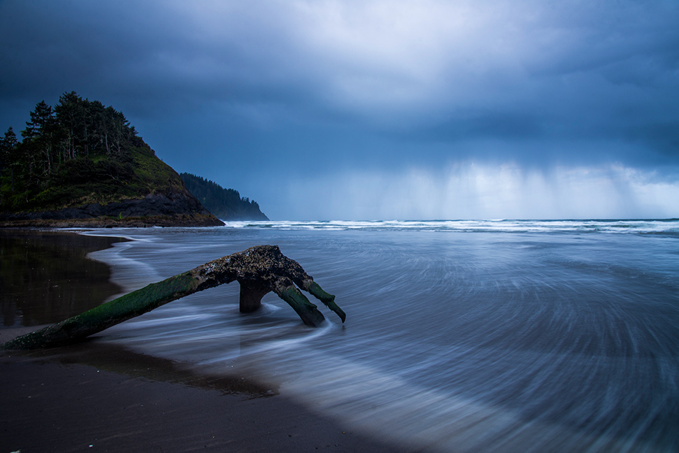 Long exposure photograph on the Oregon Coast. Photographed by photographer Lillian Short.