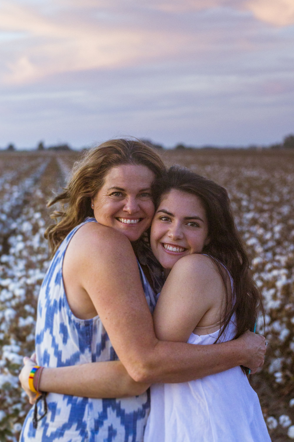 Mini photo session in a California with a mom and teenage daughter. Photographed by Lillian Short in September 2017 south of Fresno.