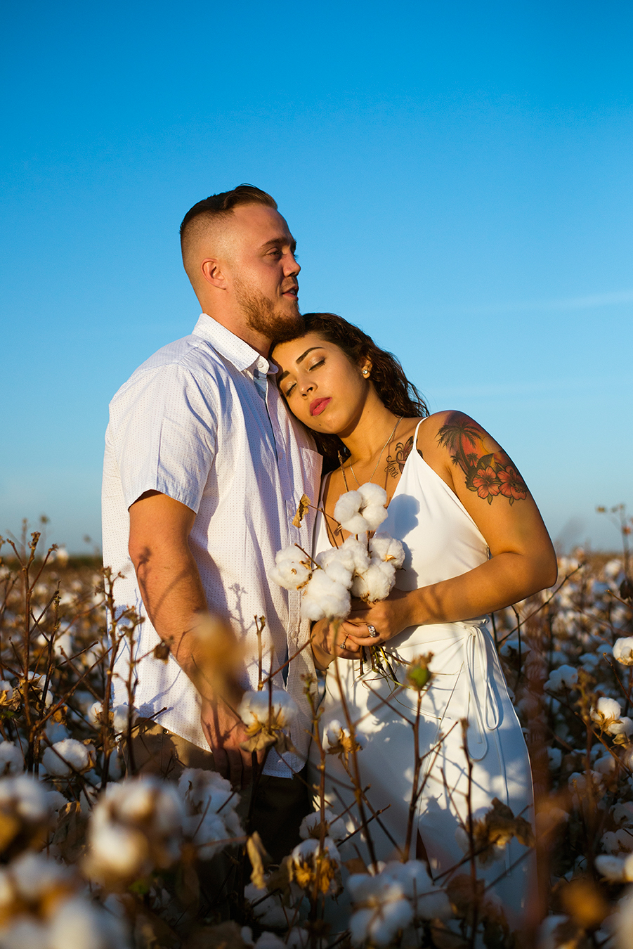 Mini photo session in a California with a couple celebrating their one year wedding anniversary. Photographed by Lillian Short in September 2017 south of Fresno.