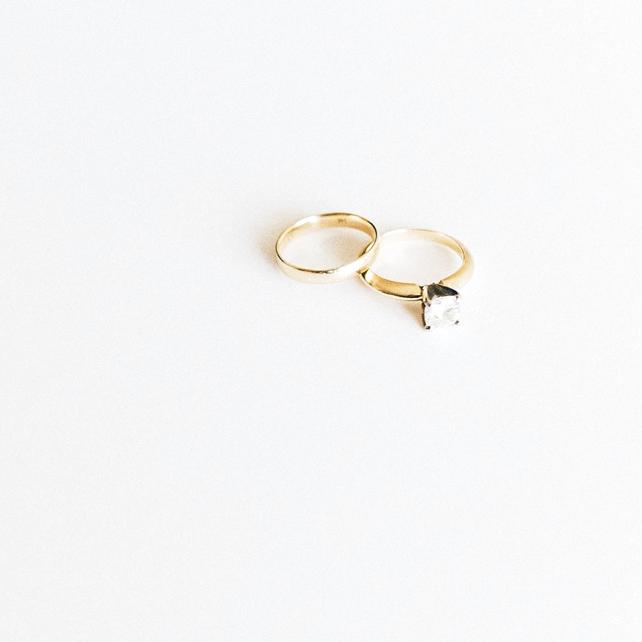 gold-diamond-engagement-ring