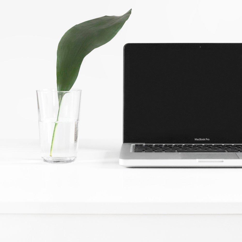 minimalist-office-set-up.jpg