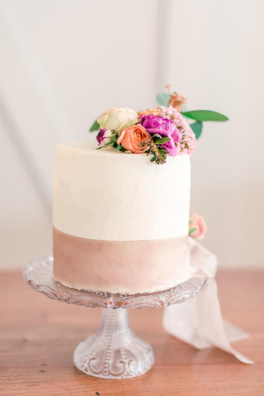 romantic-wedding-cake-with-flowers