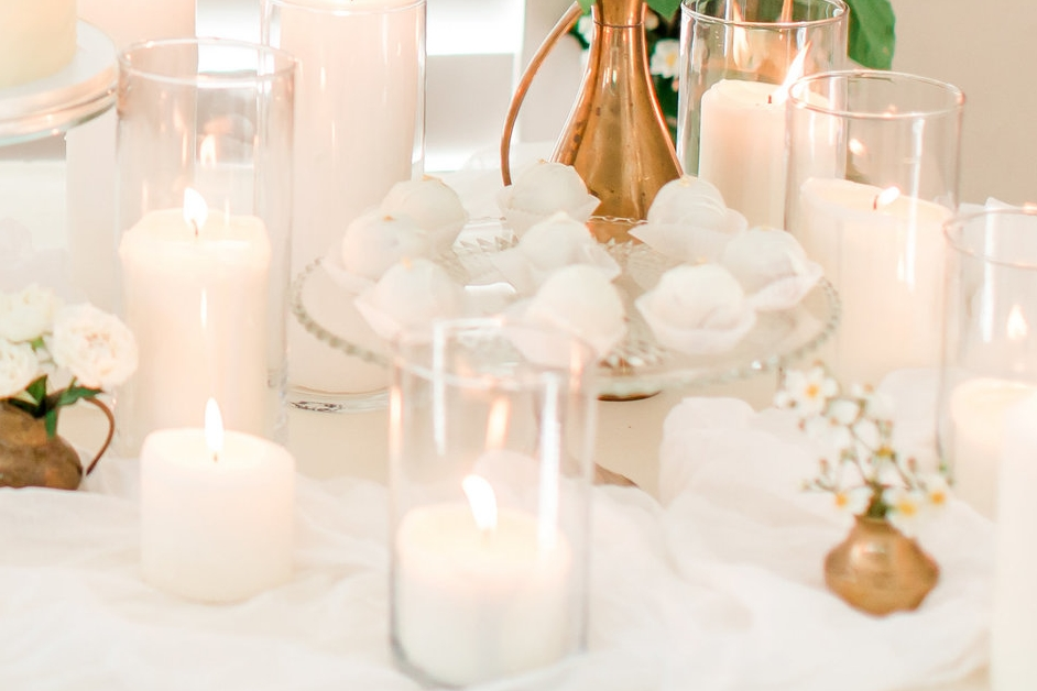 white-and-gold-dessert-table-weddings