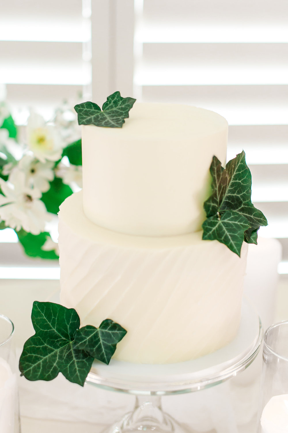 cake-with-greenery