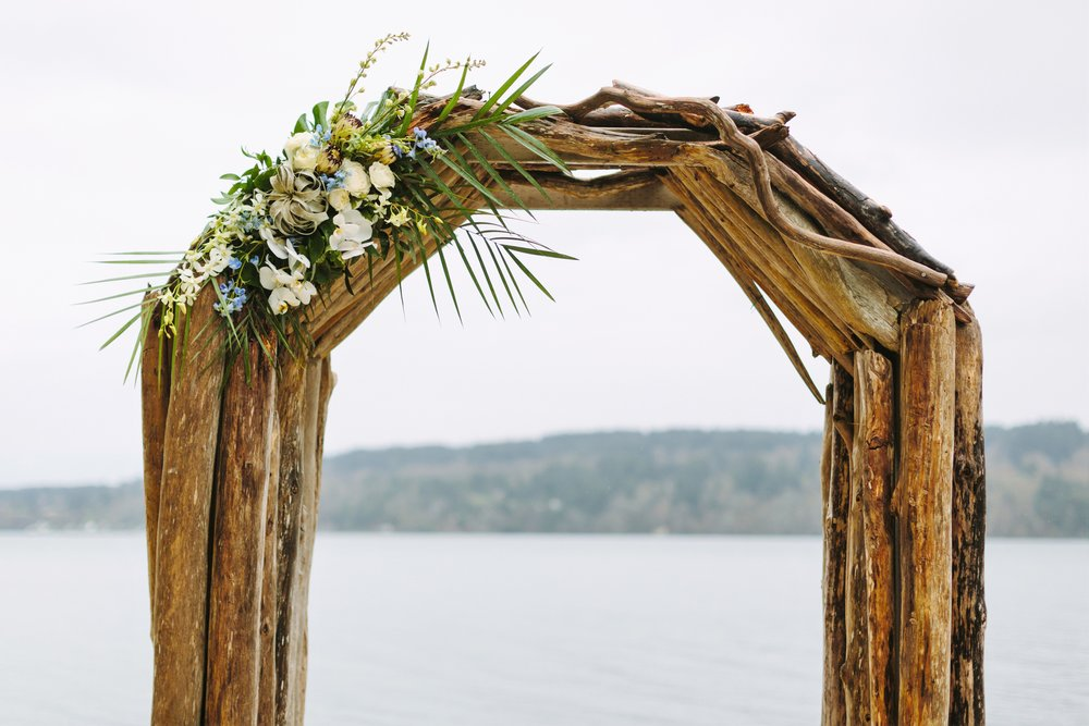 edgewater-house-driftwood-ceremony-arch