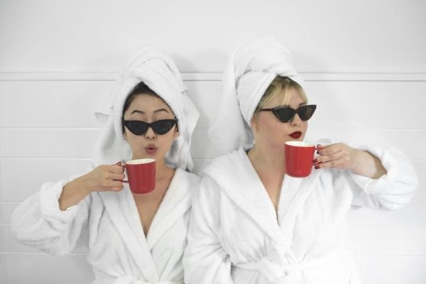 Anastasia y Sunny , creadoras de https://kossmetics.com/