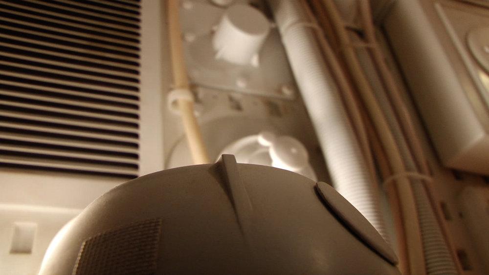 SP Taking off dump lid close up 1.jpg