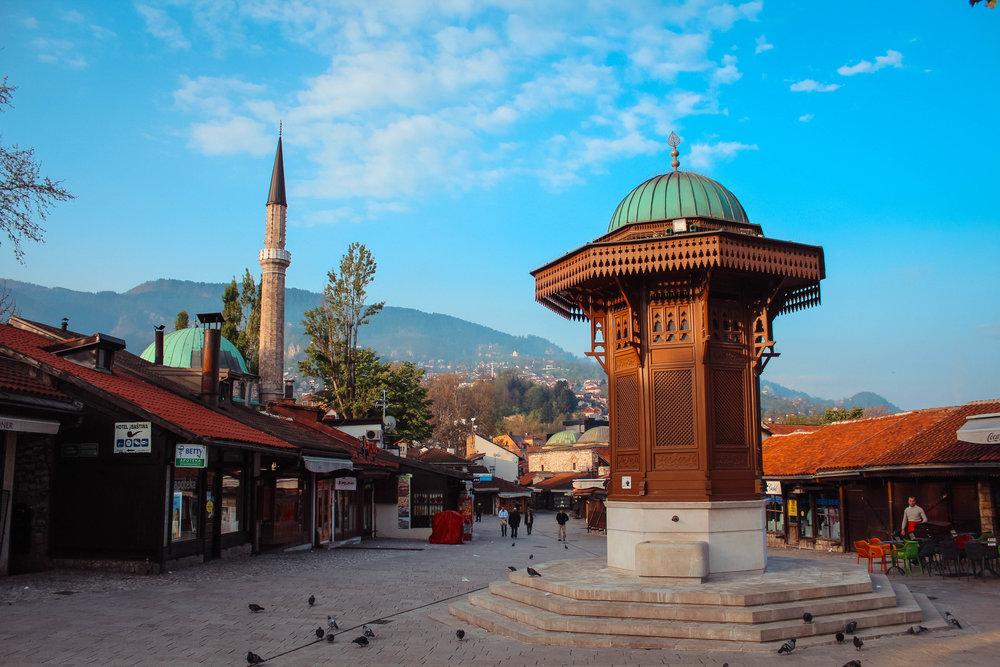 Sebilji Brunnen in Baščaršija. Legend has it that if you drink water from it you will return to Sarajevo