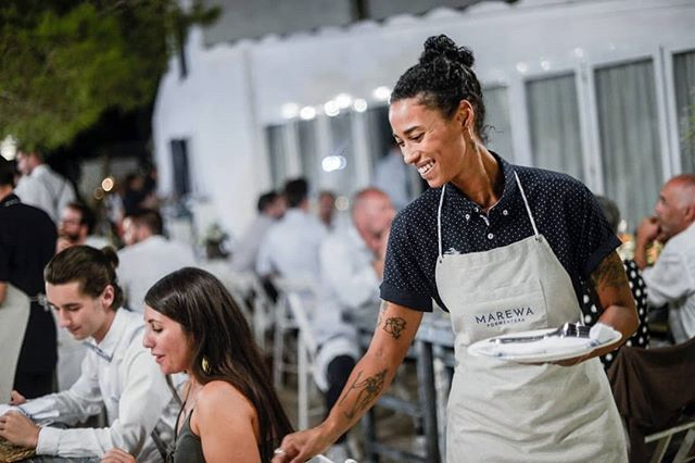 Siempre con una sonrisa!! ❣😄❣ . . . #marewaformentera #marewaexperience #formentera #ibiza #destinationwedding #weddingplanner #weddingday #wedding #weddingphoto #beachwedding #instawedding #love #boda #happypeople #staff #food #foodlovers #formenteralovers
